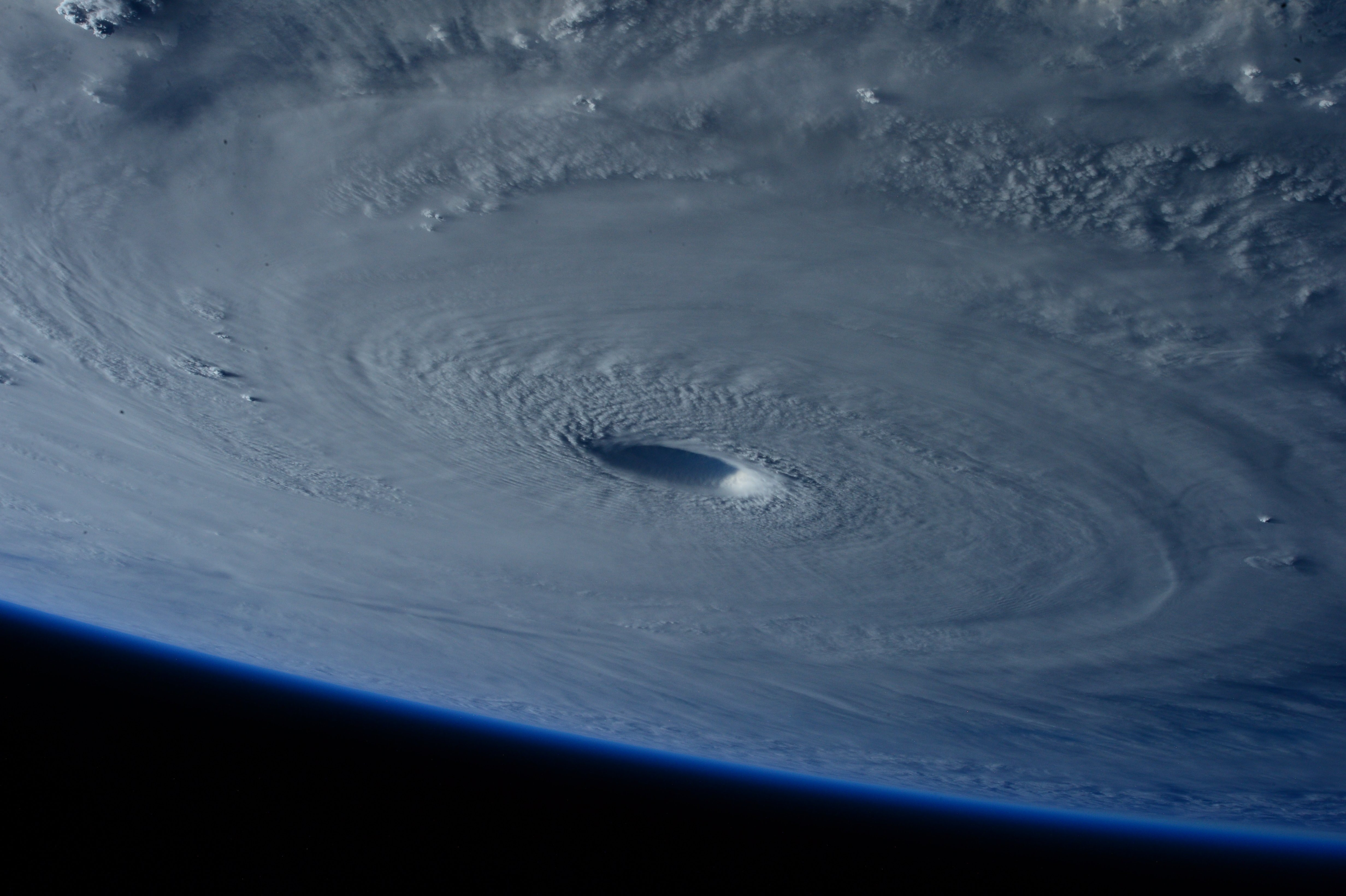 NASA-takes a picture of a huge hurricane